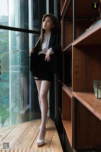 [异思趣向IESS] 模特 羽西 《鱼嘴与吊带袜》 写真集