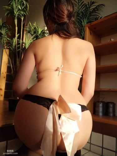 网红Coser三刀刀Miido 《黑丝情趣内衣》 写真集