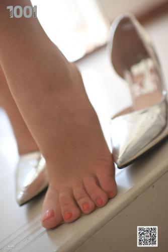 [IESS一千零一夜] 模特:西瓜《楼梯一角1》 肉丝袜美腿写真集