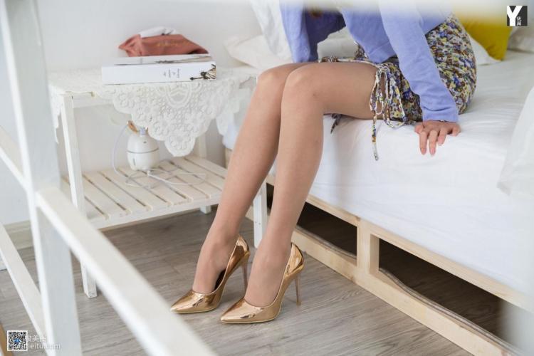 [IESS异思趣向] 模特:婉萍《初恋的碎花裙》 丝袜美腿写真集