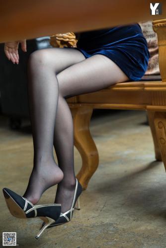 [IESS异思趣向] 模特:紫薇《神秘绒面旗袍》 黑丝美腿写真集