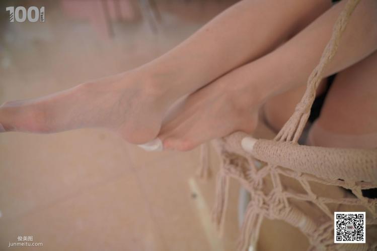 [IESS一千零一夜] 模特:真真《逃课的JK少女4》 制服丝袜写真集