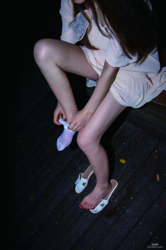 [丽丝映像GIRLISS] 《夜色里的蕾丝》 写真集