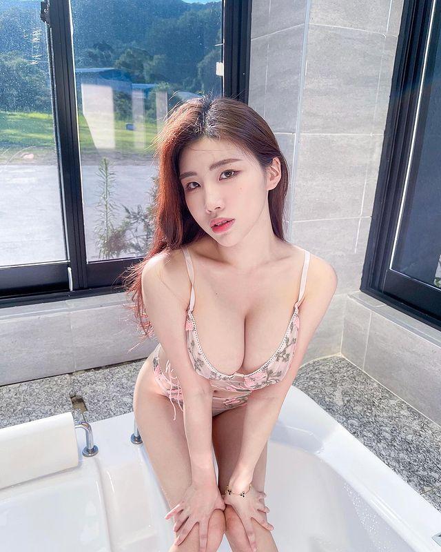 清凉穿着自己卖!《韩国泳衣板娘Yebin》亲自试穿比基尼!