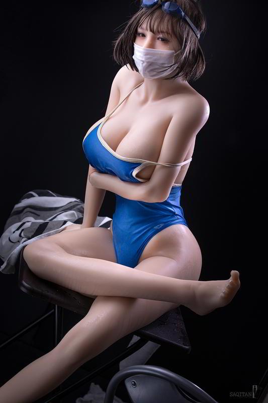 日本摄影师《硅胶娃娃写真集》比真人还好随意摆布!