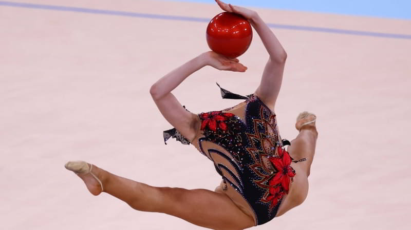 体操正妹《Alina Adilkhanova》挑战极限成灵异照片!
