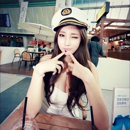 申世河(신세하)- 颜值惊艳的南韩赛车女王