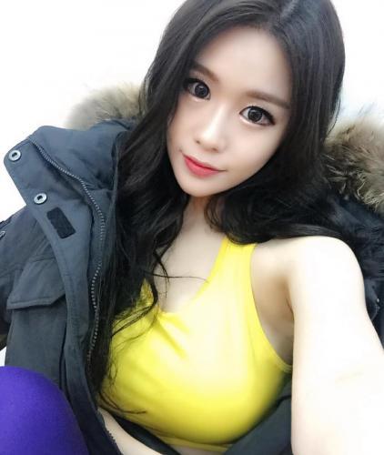 红丽(홍리)- 女神级美顏美腿与美胸