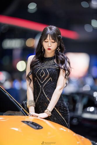 李仁慧- 南韩赛车女郎颜值与气质兼备