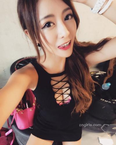 台湾正妹爱佳奈 超甜美娃娃音34D好身材
