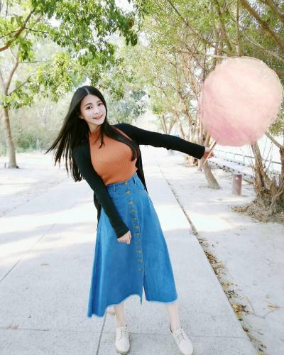台湾超甜美女警「阿均」!穿上制服搭配水亮大眼