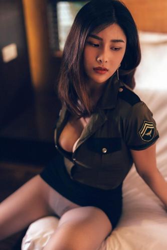 闫盼盼私房系列05– 军装与蛇纹制服