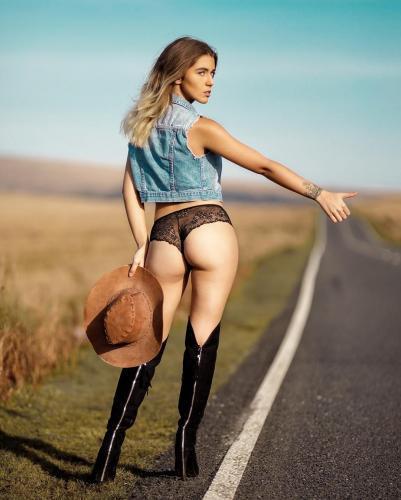 Ffion Holly James- 英国正妹「刚熟成の巨砲豪乳」