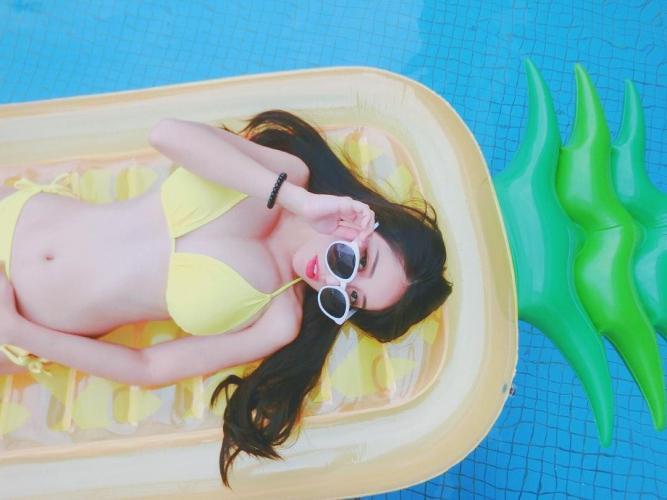 台湾正妹张瑜庭 沙滩比基尼度假