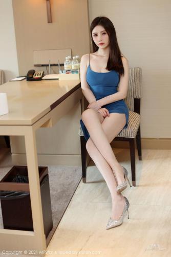新人模特吴雪瑶 蓝色吊带雪白娇柔