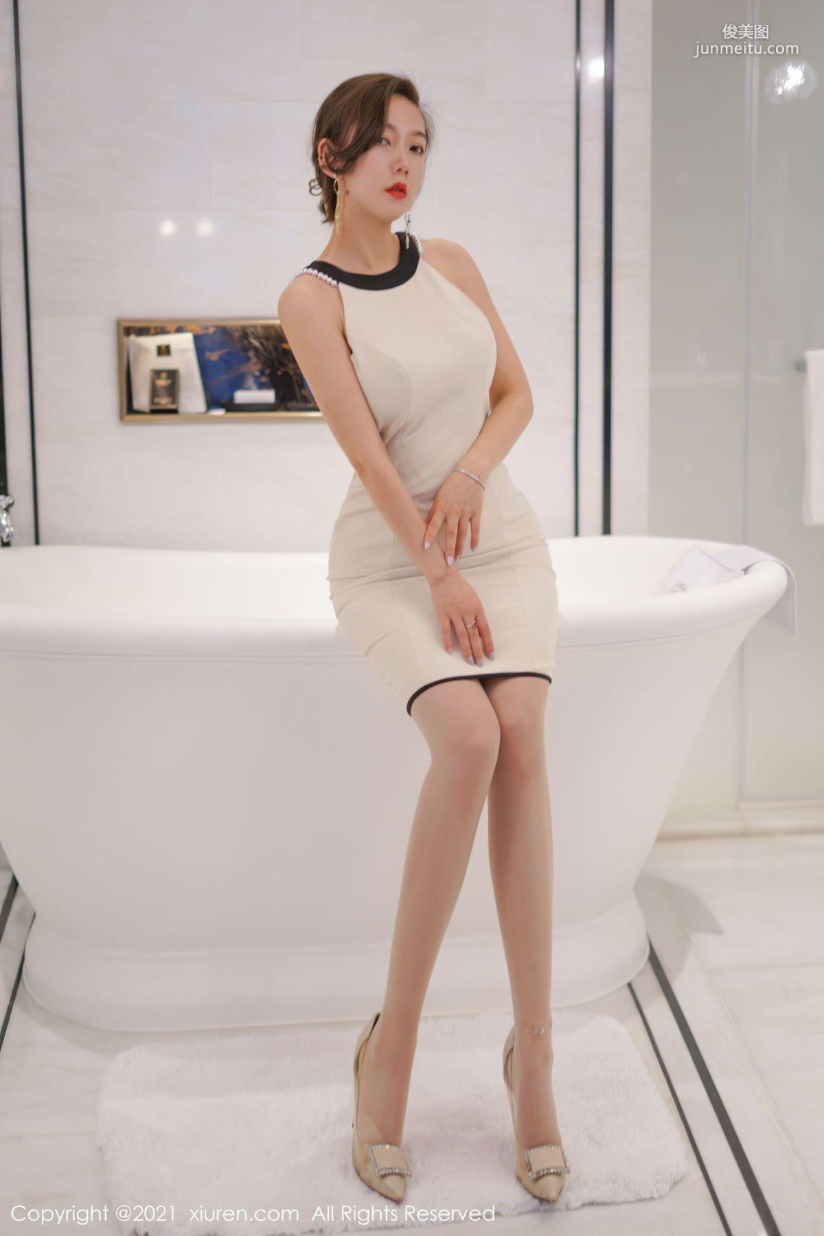 艾静香澳门旅拍 明亮的浴室场景