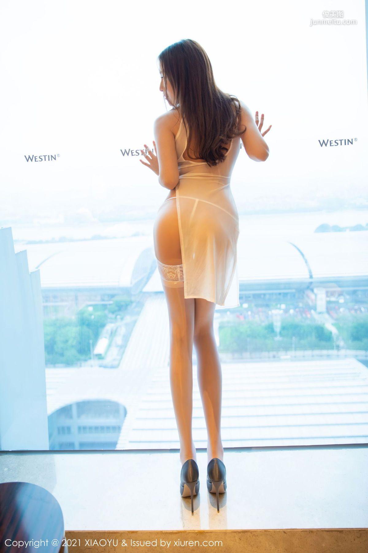 酒店女神月音瞳 轻透服饰蕾丝吊袜