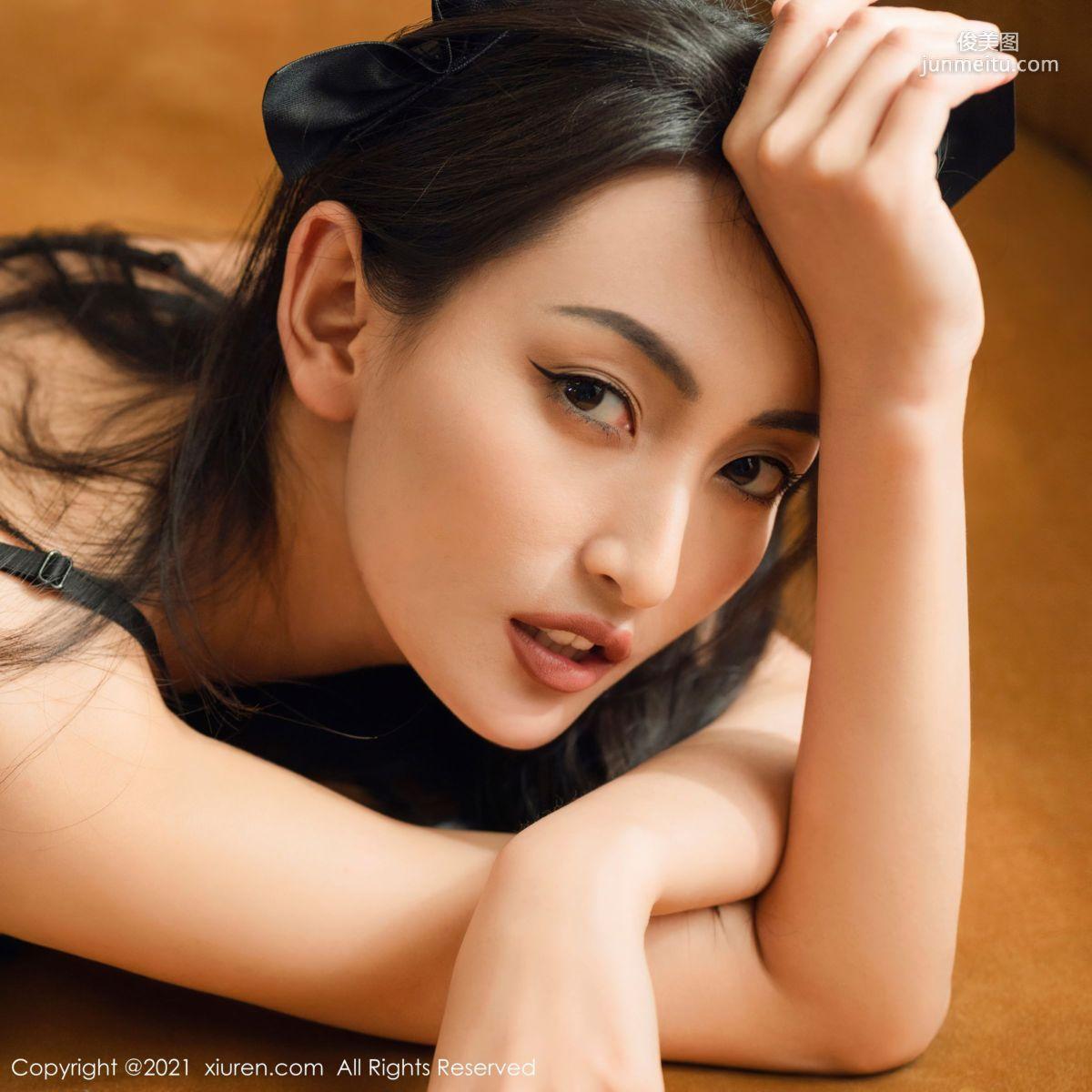 骨感美女陈舒羽 小野猫拥她入怀