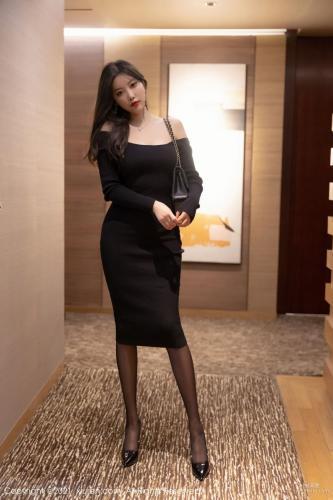 杨晨晨的黑色服饰 婀娜动人透着光